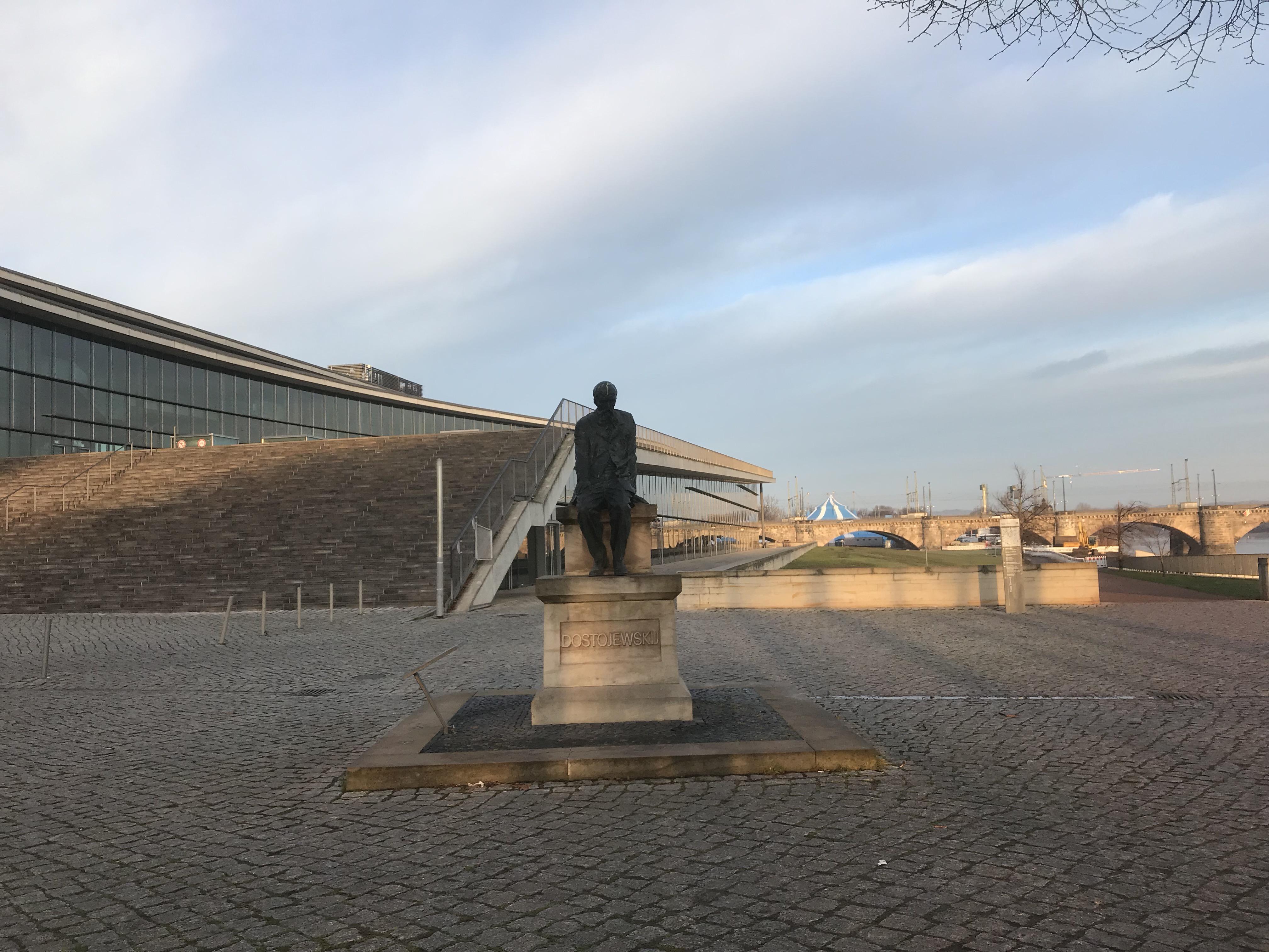 ドレスデンのドストエフスキー像